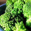 Brokolicový salát s těstovinami a kuřecím masem